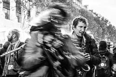 MUSIQUE DANS LA RUE (zventure,) Tags: zventure noiretblanc noir paris portrait musique monochrome blackandwhite boulevard manif manifestation flou homme humains saxophone vitesselente contrejour concert rythme