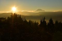 DSC_1719 (griecocathy) Tags: paysage lever soleil végétations montagne brume rayon branches bleu crème oranger ciel sombre lumineux