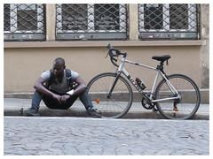 Fatigué (cmgdviaje) Tags: tired delivery bike paris black noir velo man overworked fatigué rest break street rue fatigado exhausted interestingness