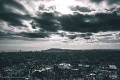 """""""Búnkers Del Carmel"""".Los mejores rincones de las ciudades, muchas veces no están en ellas: si no fuera, en las alturas. En aquellos lugares donde reina la calma y puedes disfrutar de un sitio sin que éste lo sepa. (alfonsoscg) Tags: fujifilm xt20 xc1650mmf3556 ois ii ƒ110 167 mm 1250 200 fotografía bcn paisaje blanco negro black white explore explorar"""