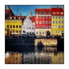 Les reflets de Nyhavn (Jean-Louis DUMAS) Tags: hdr danemark eau water colors couleurs trip travel voyage reflecting réflection reflets canal maisons copenhague bâtiment ciel bateau personnes rivière