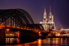 Hohenzollernbrücke / Dom I (janmalteb) Tags: canon eos 77d tamron 18200mm cologne köln dom langzeitbelichtung long time exposure night nacht