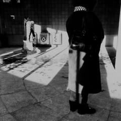 Le mouvement n'est pas pour tout le monde... (woltarise) Tags: stm metro sortie autobus attente montréal iphone7 streetwise outremont