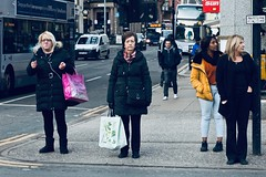 Bus stop. (Livia Lopez) Tags: bus woman glasgow scotland street canon 35mm photography mujer autobus gente calle fotografia