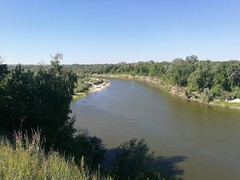 Слева вытекает Савала! Я уже приметил эту речку для велопохода вдоль ее берегов!