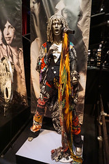 Steven Tyler of Aerosmith outfit and microphone stand - Rock and Roll Hall of Fame, Cleveland (SomePhotosTakenByMe) Tags: steventyler tyler aerosmith outfit kleidung microphonestand mikrofonständer urlaub vacation holiday america amerika usa unitedstates cleveland stadt city innenstadt downtown rockandrollhalloffame museum ausstellung exhibition halloffame indoor memorabilia memorabilien