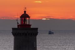 Juste avant le premier éclat (Kambr zu) Tags: erwanach kambrzu finistère bretagne lighthouse tourism ach sea phare ciel seascape landescape plouzané petitminou merdiroise paysages paysagesmythiques