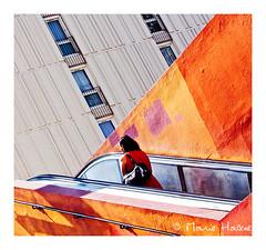 le mur était orange (2) (Marie Hacene) Tags: paris olympiades orange mur escalator passant