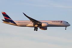PR-XTI   Airbus A350-941   LATAM Airlines Brasil (cv880m) Tags: newyork jfk kjfk kennedy aviation airliner airline airplane jetliner aircraft airport prxti airbus a350 359 350900 350941 latam brasil swoosh