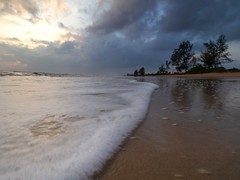 IMG_6376 ~ lanjut sunrise (alongbc) Tags: sunrise beach coast coastline seascape shoreline cloud sea sky sand pantailanjut kualarompin rompin pahang malaysia travel place trip canon eos700d 700d canonlens 10mm18mm wideangle happyplanet asiafavorites