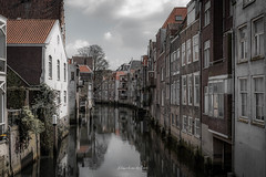 Dordrecht 2019 (EBoss Fotografie) Tags: flickrsbest dordrecht nederland netherlands holland water sky clouds canal reflection house building city canon soe twop supershot dark shadow old architecture