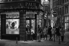 Lille Bakery Paul (Drummerdelight) Tags: lille streetphotography