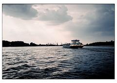 (schlomo jawotnik) Tags: 2018 juli duisburg rhein niederrhein flus strom wasser binnenschiff binnenschifffahrt wolken usw