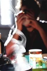 Doux réveil (Lei.D - Photographie) Tags: smoke sundaymorning morning cupoftea tea light morninglights drink matinée matin soleil sunshine sweetmorning sweet beautifullight
