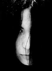 Goiuri (Josu Sein) Tags: portrait retrato analog analógico monochrome monocromo nostalgia cinematic cinemático mystery misterio surrealism surrealismo expressionism expresionismo beauty belleza friendship amistad love amor