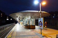 Retro-futurist 15/365 2019 (Simply Lewis) Tags: canonpowershotg9x station londonunderground underground platform lights project365 project3652019 westhampstead 365the2019edition 3652019 day15365 15jan19