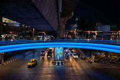 Bangkok – Night lights (Thomas Mülchi) Tags: pathumwandistrict bangkok thailand 2018 seethelight photowalk bpg bangkokphotographersgroup ramairoad thanonrama1 nightshot women woman persons person people men man bangkokmetropolitanregion th