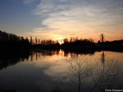 Coucher de soleil sur le lac (chriscrst photo66) Tags: sunset sky cloud couleurs sun landscape coucherdesoleil ciel nuage paysage lac lake eau arbres gironde photographie nature nikoncoolpixp900 photography
