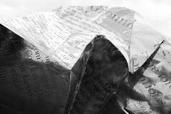World Markets (2004) # 2 (just.Luc) Tags: sculpture escultura metal metaal art kunst public publiek outside lyon rhônealpes france frankrijk frankreich francia frança bn nb zw monochroom monotone monochrome bw letters lettres words woorden mots wörter krant journal newspaper zeitung europa europe