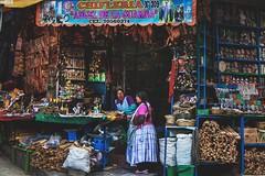 "La Paz - Bolivia (TLMELO) Tags: paceña paceño panorama night shot lights light city big capital bolívia bolivia boliviana boliviano plaza ""san francisco"" iglesia ""são ""plaza de los heroes"" rapel climb escalada mimes emoticon triste wrong bad ""south américa"" ""américa do sul"" portrait retrato bolivian mujer mulher woman cholita chola child criança pigeon pomba pombo pombas paloma palomita murillo"" praça murillo feed corn head palacio lapaz"