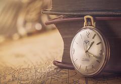 Timepiece (Ghinzo) Tags: macromondays timepieces time zeit uhr taschenuhr pocketwatch gold golden uhrzeit bücher buch books book antique antik vintage