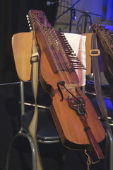 Fiddles, Violas, etc. [Necked Box Lutes played with a Bow or Beaters] 80: Nyckelharpa [Chromatic] (of Niklas Roswall) (KM's Live Music shots) Tags: musicalinstrument hornbostelsachs chordophone nyckelharpa sweden niklasroswall carrroswall standrew'sinthesquare