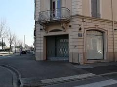 Bel espace, bien placé en face de la gare ! (laphotoduxix) Tags: drome 26 façade commerce ancien désertification travaux