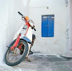 Street of Mykonos (samorodovs) Tags: 6x6 hasselblad греция greece film mykonos 160nc kodakportra portra