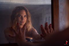 Fuego en la Mirada. (Carlos Velayos) Tags: retrato portrait mujer woman chica girl belleza beauty elegancia elegance sensualidad sensuality luznatural daylight mirada gaze espejo mirror reflejo reflection