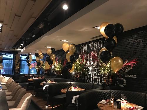 Tafeldecoratie 8ballonnen The Oysterclub Rotterdam