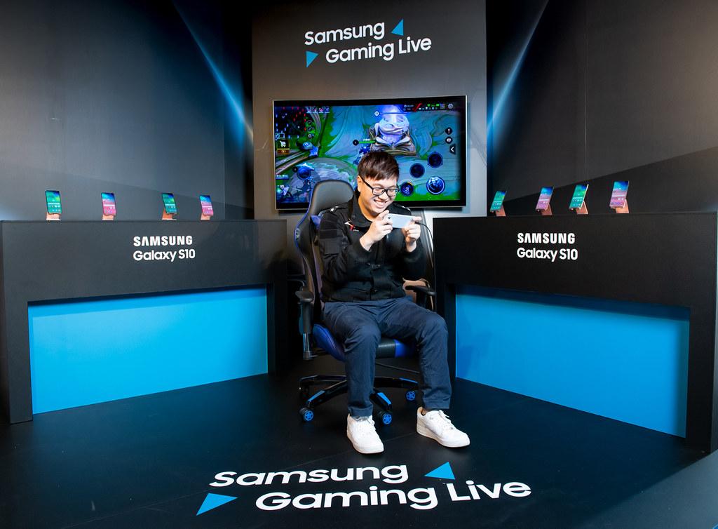 前電競選手Bebe張博為體驗Galaxy S10系列帶來的影音響宴
