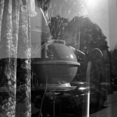 hoover (kaumpphoto) Tags: rolleiflex 120 tlr bw black white ilford window display street urban city hoover round circle vacuum floral cord midcentury oldschool minneapolis clean