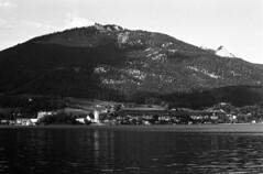 St. Wolfgang im Salzkammergut. Wofgangsee (Dmitry_Pi) Tags: lake mountains praktica mtl 5b vivitar 35 28 ilfordfp4 illford analog wolfgangsee wolfgang salzklammergut austria alps
