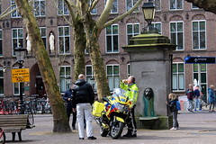 A coffee for the ambulance man (Davydutchy) Tags: utrecht nederland netherlands niederlande paysbas holland mariaplaats plein platz place square trees bomen bäume arbres fountain pomp bike motorbike motorcycle krad motor motorfiets ambulance dokter doctor médecin arzt bmw 1200rt 1200 rt march 2019