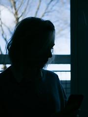 P1000685 (rozenn.rgr) Tags: lumixgx80 lumixgx85 lumixg panasonic 25mm 25mmf17 girl blond blondgirl portrait face regard féminin bluemood brest bretagne gx80 autoportrait woman