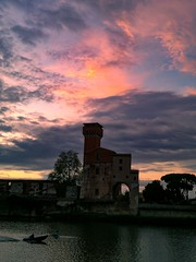 Spring training after the rain (ຸEnrico) Tags: pisa lungarno sunset sunsetporn instalike carlzeisslenses sky skyporn nuvole clouds cloudsporn reflections cloudscape rowing italy river magics color nofilters instagood toscana europe igerspisa volgopisa volgotoscana igersitalia bestplace likeforlikes favskies