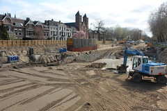 Bringing back the waterways (Davydutchy) Tags: utrecht nederland netherlands niederlande paysbas holland city centrum centre center stadtmitte dig graven bagger kraan backhoe canal gracht waterway kerk church église kirche march 2019