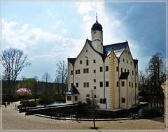 Schloss Neukirchen (Wasserschloss Klaffenbach) (Christoph Bieberstein) Tags: von taube wolf hünerkopf wasserschloss klaffenbach schloss neukirchen chemnitz deutschland germany německo sachsen saxony sasko kielbogen renaissance castle