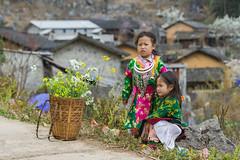 _Y2U1272.0218.Lao Xa.Sủng Là.Đồng Văn.Hà Giang (hoanglongphoto) Tags: asia asian vietnam northvietnam northwestvietnam northernvietnam people life dailylife children girl girls villages house homes littlegirl two twolittlegirls thehmong hmongpeople hmongchildren hmonglittlegirl villegeofhmong canon canoneos1dx canonef70200mmf28lisiiusm đôngbắc bắcviệtnam hàgiang đồngvăn sủnglà laoxa người cuộcsống đờithường trẻem trẻemgái bégái haibégái bégáihmong bảnlàng nhữngngôinhà bảnhmông happyplanet asiafavorites portrait chândung portraitofchildren chândungtrẻem portraitofgirls portraitoflittlegirls chândungbégái