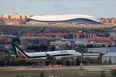 EI-RDL Cityliner (Martin J. Gallego. Siempre enredando) Tags: planespotting madrid mad martinjgallego iberianspotters lemd eirdl alitalia embraer embraer170 alitaliacityliner landing