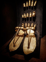 Gold  sandals with finger and toe guards 18th dynasty New Kingdom Egypt (mharrsch) Tags: kingtut tutankhamun artifact treasure exhibit tomb egypt 18dynasty newkingdom discoveryofkingtut omsi oregonmuseumofscienceandindustry portland oregon mharrsch