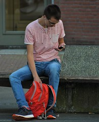 IMG_2376 (Skinny Guy Lover) Tags: outdoor people candid guy man male dude sitting sit seated jeans bluejeans glasses smartphone smartphonezombie earpods earbuds earplugs