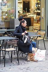 La femme à la cigarette (Paolo Pizzimenti) Tags: instant cinéma femme cigarette lamarck roman polar paolo paris olympus zuiko omdem1mkii 25mm 45mm f18 filma pellicule doisneau