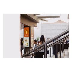 street film scene #35mmfilm (31lucass shots) Tags: istillshootfilm filmisnotdead analoguefilm thefilmcommunity grainisgood filmfeed chinatownsingapore nikon lensculture photofilmy 135film vintagecamera nikon35mmf28ais snapshot streetphoto filmphotography singaporestreet singapore peopleinstreet streetsnap nikonfilmcamera kodakfilm kodakcolorplus200 nikonfe2 analogfilm slrcamera streetview 35mmfilm