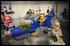 Spacemans (Moro972) Tags: spacelogo bianco rosa verde blu giallo blue white yellow pink green jenny lenny kenny 70841 70821 ideas benny classic spaceship glass iphone6 2019 minifigures old colori colors vintage spaceman border lego