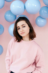 julia (YaroslavLtn1) Tags: girl photoshot portrait studio style face beauty sweater pink balls sweatshirt blue idea nikon nikon610 50mm inlight photostidio