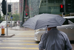people in the city (Steve only) Tags: nikon f3 f3hp nikkor ais 50mm 118 5018 f18 fuji fujifilm 富士 fujicolor c200 film epson gtx970 v750 snaps peopleinthecity rain