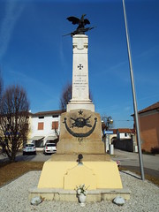 War Memorial in San Pietro In Gu - Italy February 2019 (sean and nina) Tags: s san pietro gu italy italia italian eu europe european building architecture church war memorial tower statue clock bell blue sky february 2019 visit visitor village town square street public candid monument remembrance world one two 1 2 ii catholic christian chapel names plaque insignia military civilian