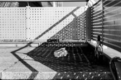 foodora (Rasande Tyskar) Tags: schatten hamburger meile mundsburg hamburg shade shadow shadows bw blackandwhite schwarzundweis monochrome sonne