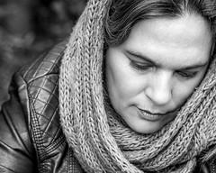 A veces hay que esperar y si hay que esperar, se espera (Raúl Gallego Huete) Tags: olympusomdem10markiii woman blackandwhite portrait portraitphotography beautiful bnw blancoynegro retrato autumn